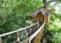 location cabane dans les arbres le baron perch les cabanes de fontaine ch tel. Black Bedroom Furniture Sets. Home Design Ideas