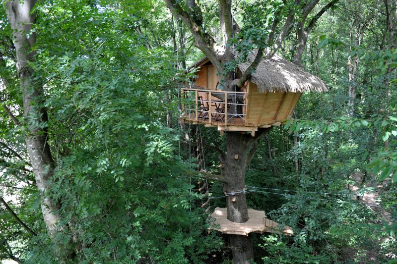 cabanes dans les arbres sportives acc s aventure. Black Bedroom Furniture Sets. Home Design Ideas